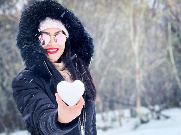 snow heart photo posing ideas